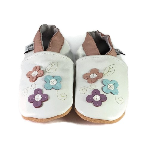 white-shoes-with-small-flowers-2
